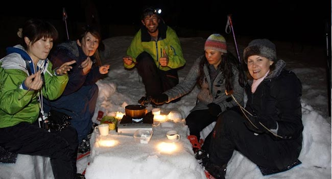 evening snowshoe tours in hakuba