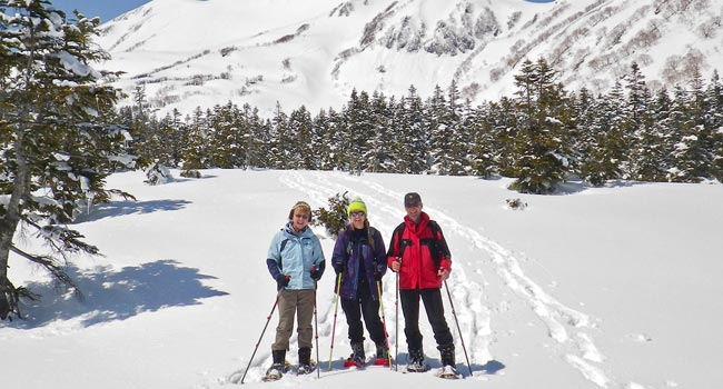 private snowshoe tours in hakuba